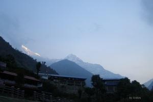 Jhinu mit Annapurna Süd